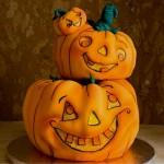 Дети в Хэллоуин 🎃 искали сладости по домам… и похоже успешно. Видео